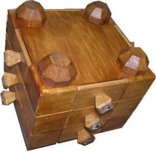 盗賊の親方・木箱
